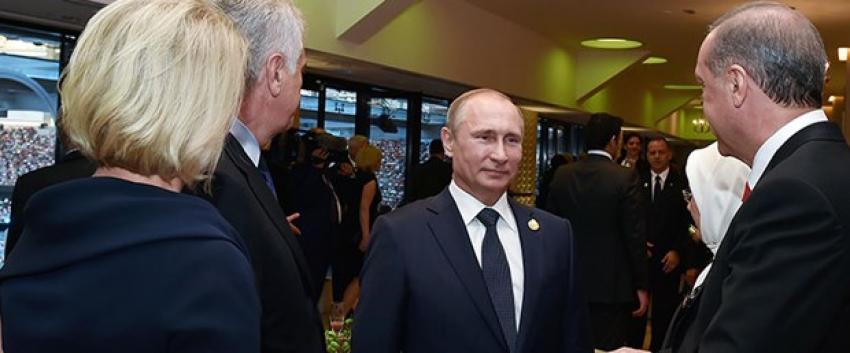 Putin ve Erdoğan, Bakü'de ayaküstü görüştü