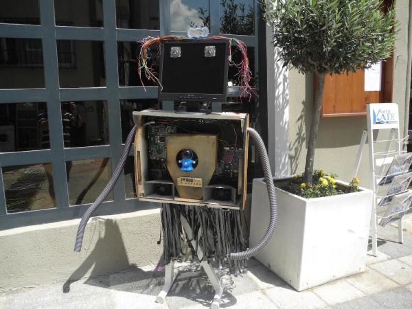 Atıklardan robot yaptılar!