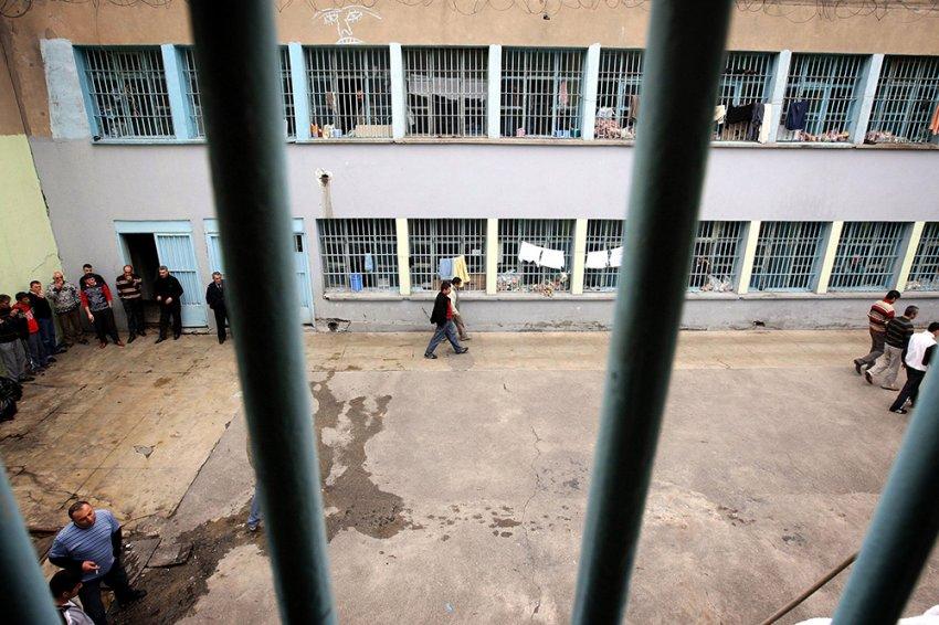 Bursa'da cezaevinden kaçakçılığa devam