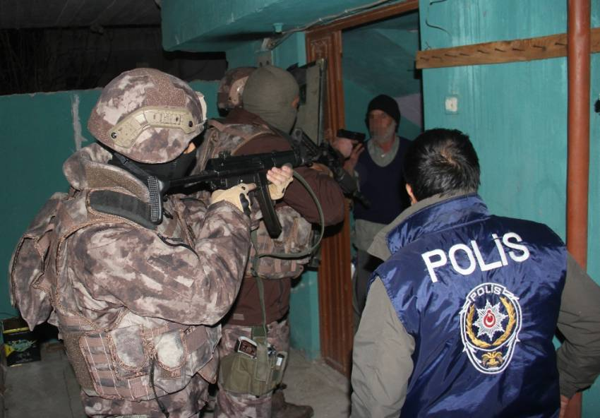 Sahte jandarma ve polislere 10 ilde operasyon