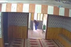 Sakızla caminin kumbarasından hırsızlık