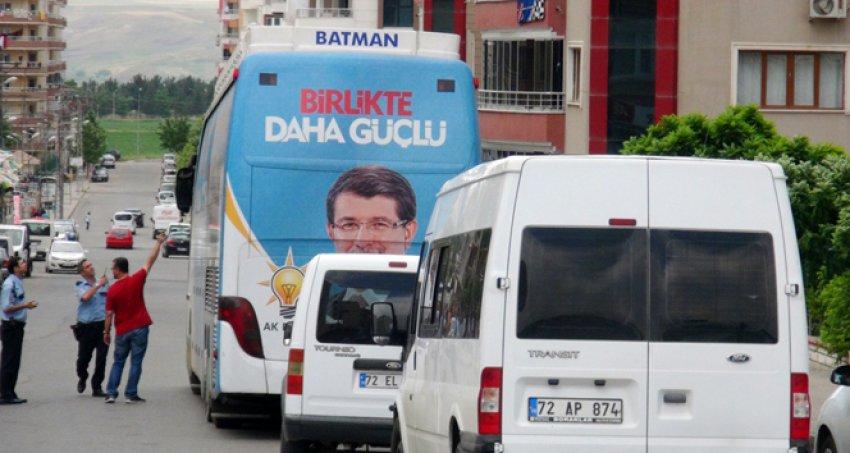 Seçim otobüsüne silahlı saldırı!