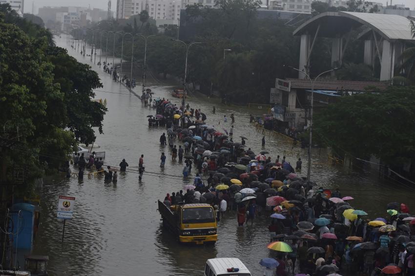Hindistan'ı sel vurdu, 270 ölü