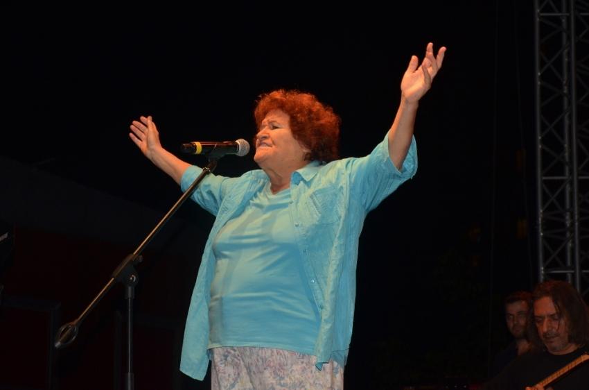 Selda Bağcan Ataşehir'de konser verdi