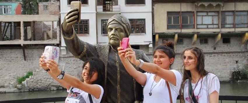 ''Selfie çeken şehzade''ye ilgi büyük
