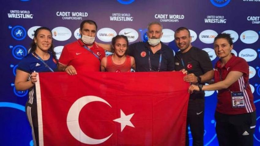 Milli güreşçi Selvi İlyasoğlu dünya şampiyonu oldu