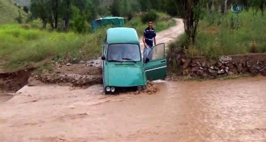 Aniden bastırınca yolların kapanmasına neden oldu