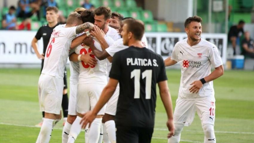 Sivasspor Petrocub'u deplasmanda yendi avantajı kaptı