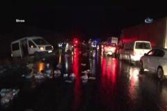 Sivas'ta 5 araç birbirine girdi: 2 ölü, 7 yaralı