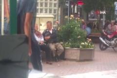 Sokağa çıkan yaşlılara su balonlu saldırı kameralarda