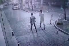 Sokak köpekleri bir genci böyle ısırdı