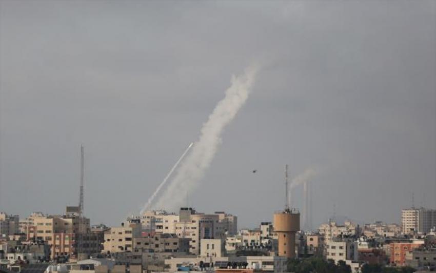 Hamas'ın verdiği süre doldu, İsrail'e roket saldırısı başladı
