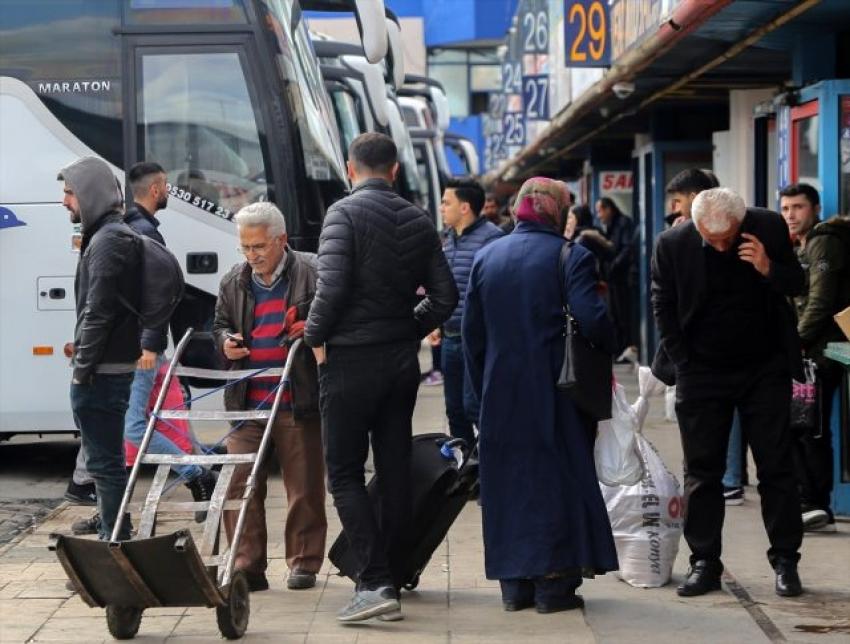 Otobüs seferlerinin kısıtlanmasının ardından bilet fiyatları dudak uçuklatıyor