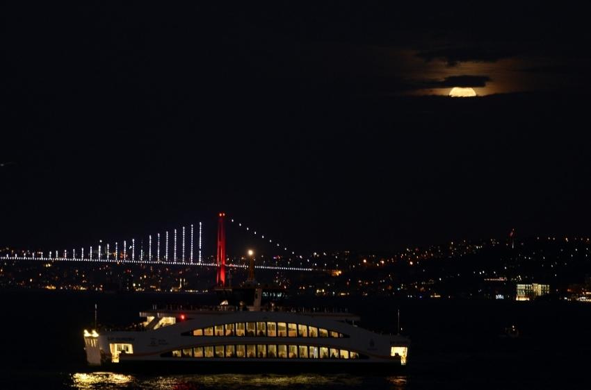 ''Süper Ay'' İstanbul'dan izlendi'