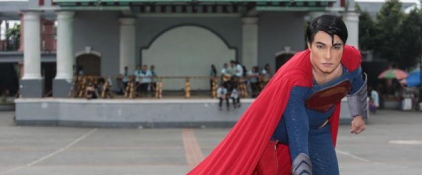 Superman'e benzemek için servet harcadı