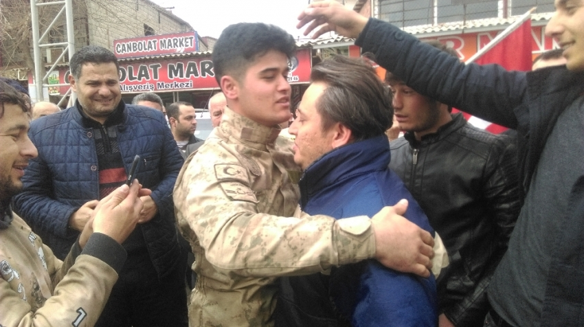 Suriye sınırına sevkıyatlar sürüyor