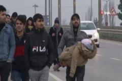 Suriyeliler, Avrupa'ya gitmek için sınıra akın ediyorlar