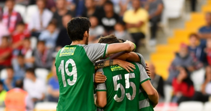 Bursaspor'un sezon kadrosu belli oldu