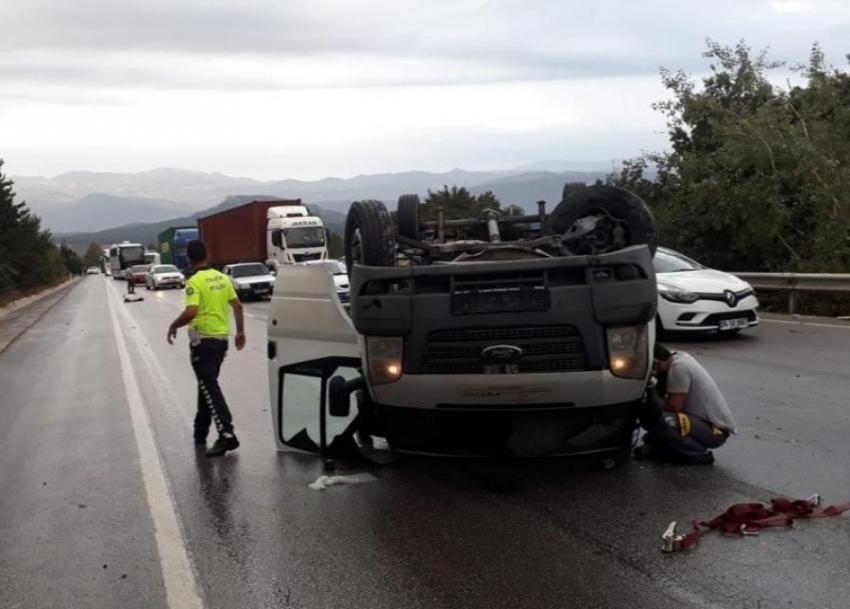Bursa'da takla atan kamyonette sıkışan sürücü kurtarıldı