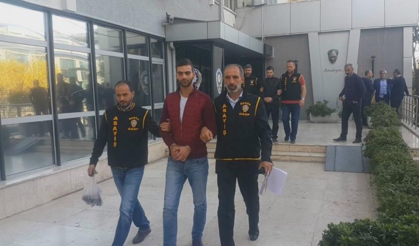 Bursa'da taksicinin boğazına bıçak dayayıp parasını gasp ettiler