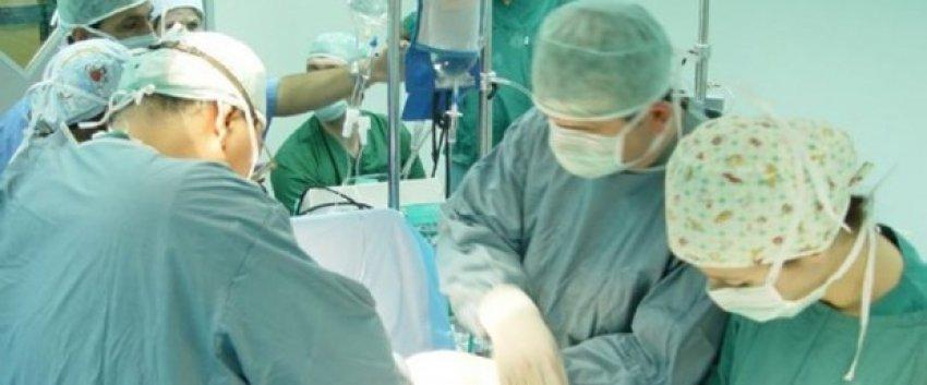 Tamamen yapay kalp nakledilen hasta öldü