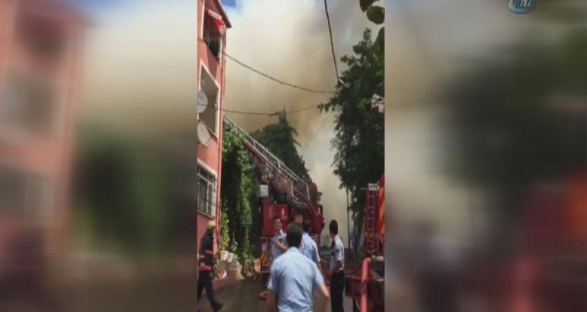 Tarihi ahşap binada yangın!