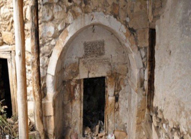 Tarihi hamamlar çöplüğe dönüştü