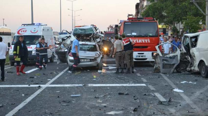 Korkunç kaza! 3 ölü, 9 yaralı