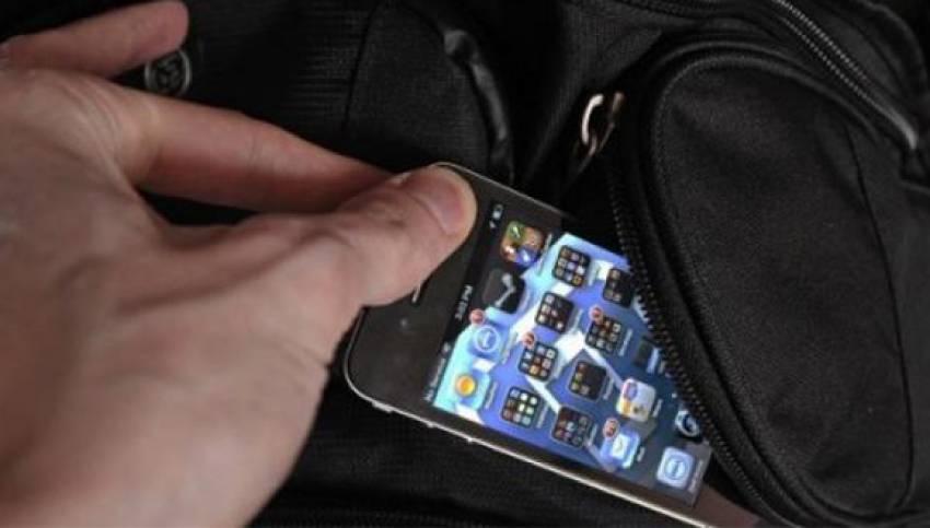Otobüsten cep telefonu çalmaya çalışan 4 kişi suçüstü yakalandı