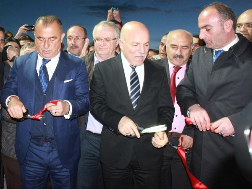 Kamp Merkezi açılışında Fatih Terim izdihamı