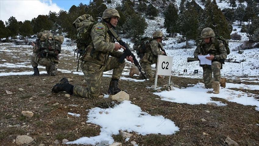 Azerbaycan askerlerine 'dağcılık eğitimi' verildi
