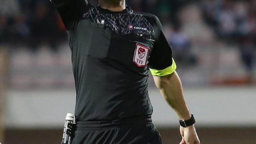 Türkiye'de futbol hakemleri kazan kaldırdı