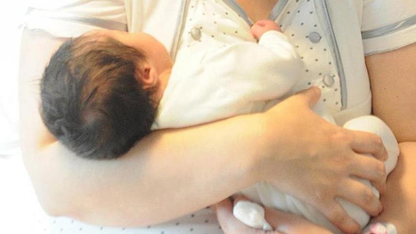 Emzirmek bebekleri ani ölümden koruyor