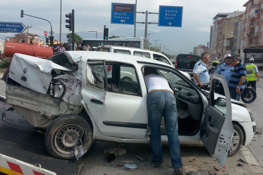İki kazaya karışan TIR olay yerinden kaçtı