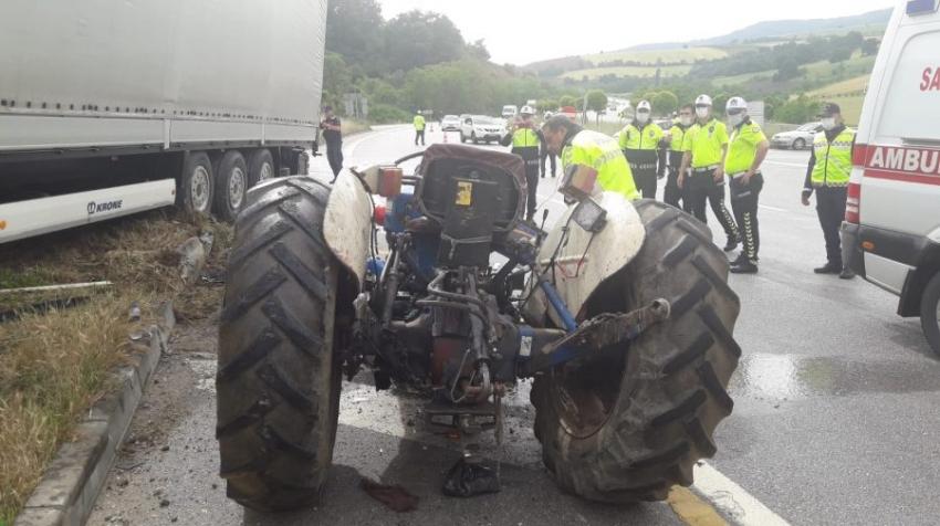 Bursa'da TIR ile traktör çarpıştı: 1 ağır yaralı