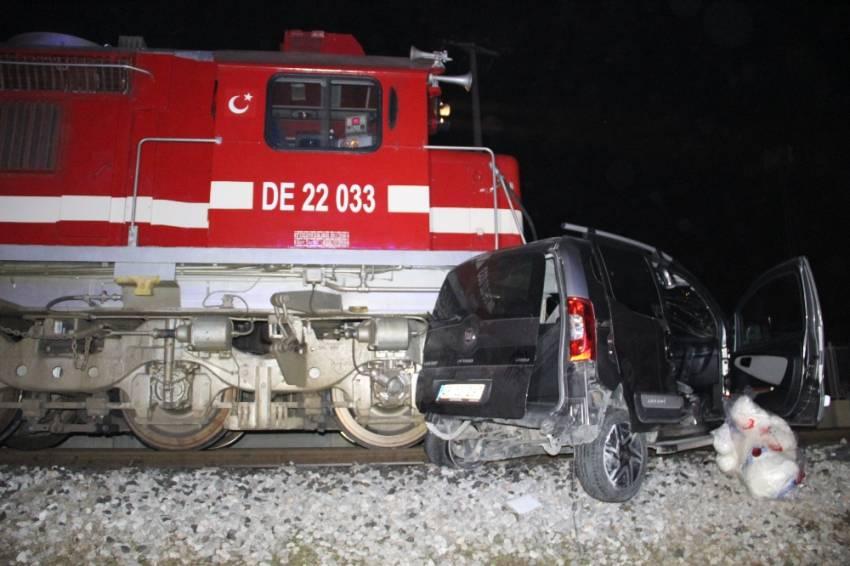 Tren aracı 200 metre sürükledi: 1 ölü, 4 yaralı