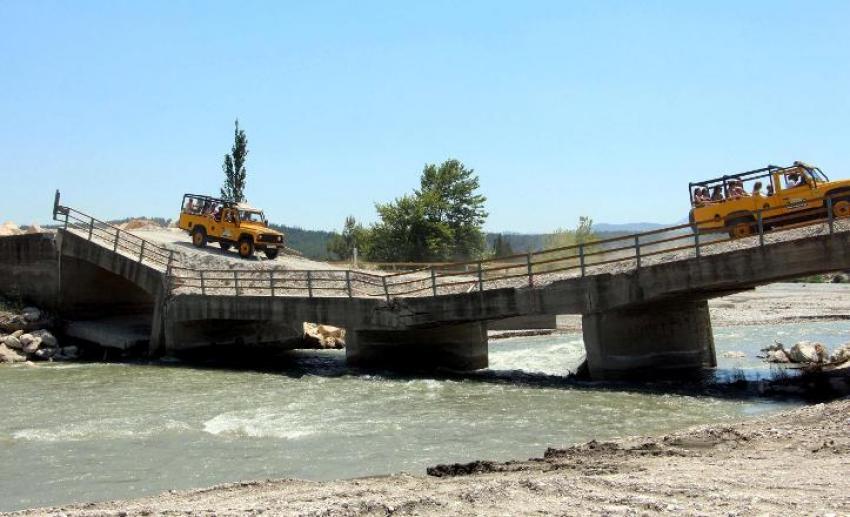 Köprü yıkıldı yıkılacak