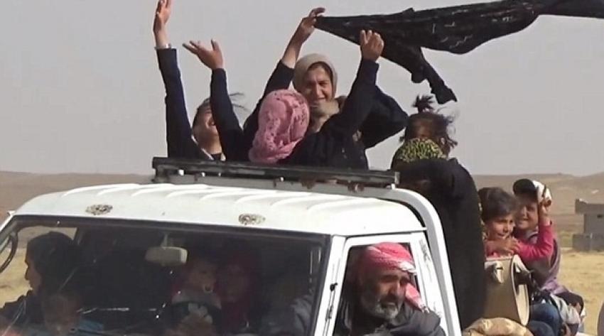 IŞİD'den kaçan kadınlar özgürlüklerini böyle kutladılar!