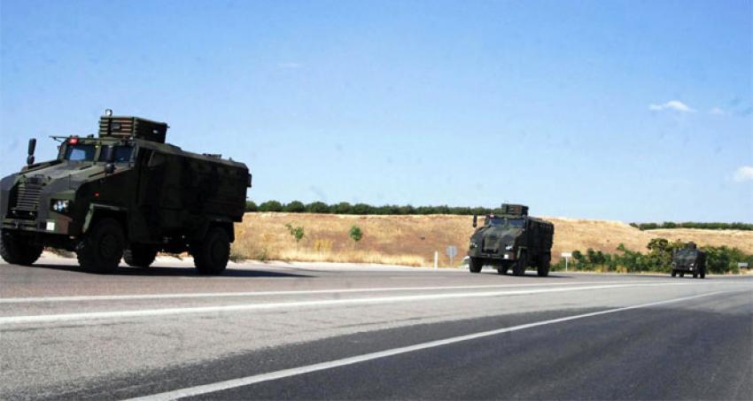 Askeri konvoy sınıra doğru ilerliyor
