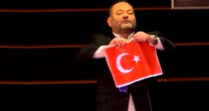 Türk bayrağı yırtan vekile kardeş ülkeden çok sert tepki!
