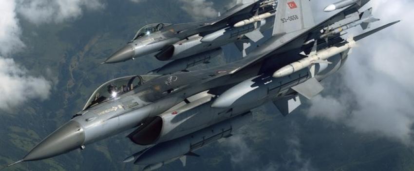 Türkjetlerine Yunanistan F-16'larından taciz