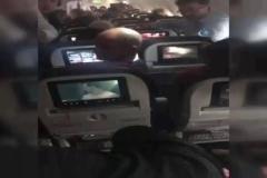 Uçakta fenalaşan yolcunun yardımına Bakan Kaya koştu