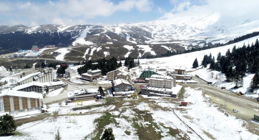Uludağ'da karla kaplı bahar güzelliği