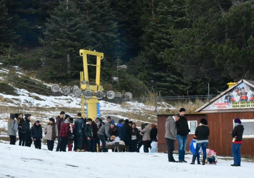Kar düştü, Uludağ'a akın başladı