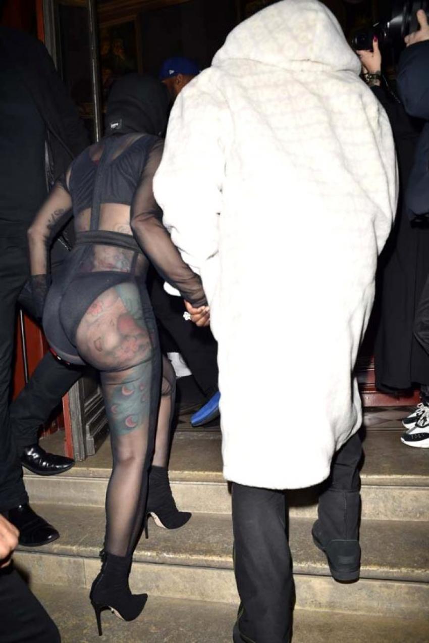 Öyle bir kıyafet giydi ki! Görenler şoke oldu