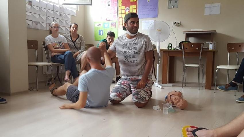 Avrupalı gençler Bursa'da ilkyardım öğreniyor