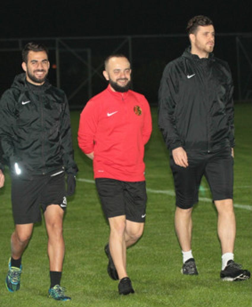 Aykut ve Hasan Vakıfköy'de çalışıyor