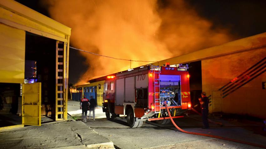 Kağıt fabrikası, kağıt gibi yandı!
