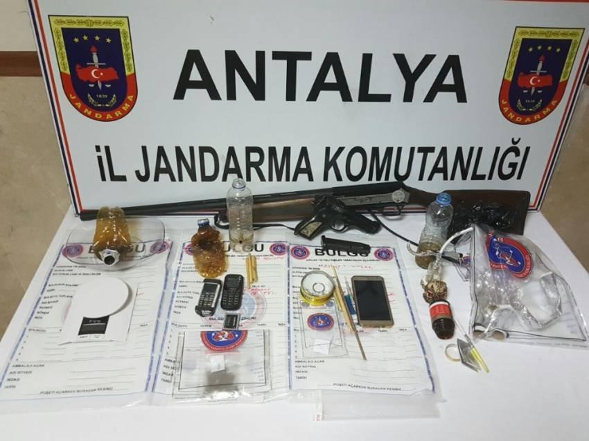 Antalya'da uyuşturucu çetesi çökertildi: 11 gözaltı
