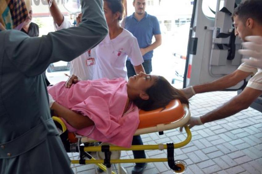 Kız kardeşinin gözleri önünde annesini vurdu